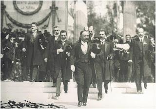 La revolución se inaugura con Madero, quien con el Plan de San Luis desconoce a Porfirio Díaz