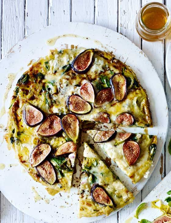 Fig, Gorgonzola and thyme frittata | This recipe is ready in just over 30 mins and is vegetarian AND gluten free. This is a great autumn dinner.