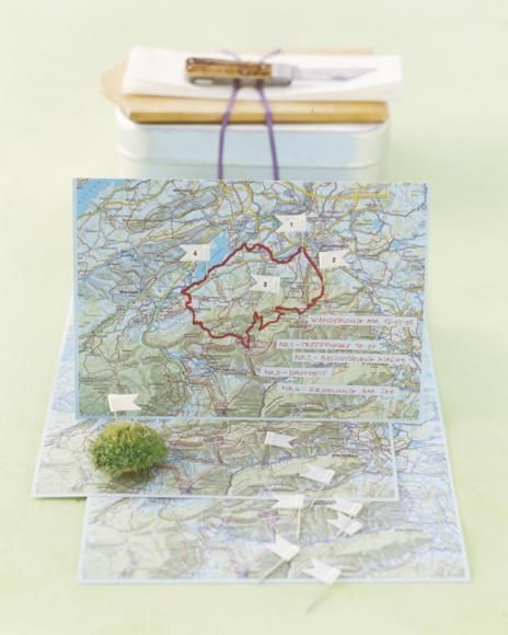 Landkarte mit Fähnchen als Einladung