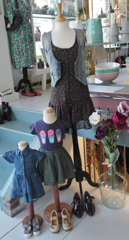 Summer dresses all overrr, like like like! We zijn vandaag open vanaf 10:00, kom gezellig langs! #venten #amsterdam #ceintuurbaan #summerdresses #flowerpower #ceintuurbaanamsterdam #purple #green #hartjezomer #zomerinjebol #gucci #jcrew #charlesandkeith