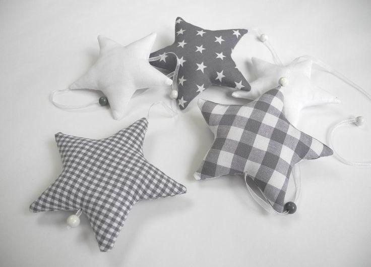 die besten 20 baby nestchen ideen auf pinterest nestchen nestchen kinderbett und nestchen n hen. Black Bedroom Furniture Sets. Home Design Ideas