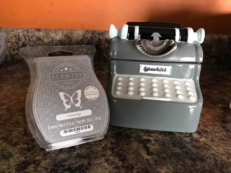 Scentsy's May 2017 Warmer, Qwerty, and Scent, Cambridge, of the month.