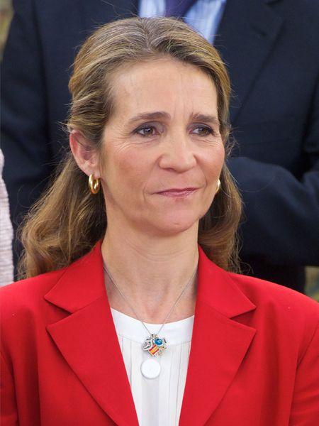 Skandale machen einsam. Sieht man dieser Tage Infantin Elena von Spanien (49) bei ihren (seltenen) Terminen für das Königshaus, erkennt