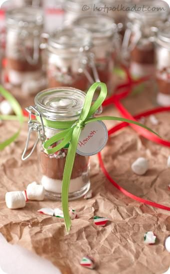 Individual peppermint hot chocolate mixes via @Lindsey Grande {Hot Polka Dot}.
