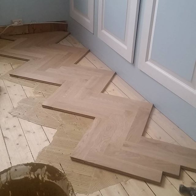 Alt innen tregulv i 30 år.   All in woodfloor for 30 years                      Phone  (+47) 48048041  briskan@online.no