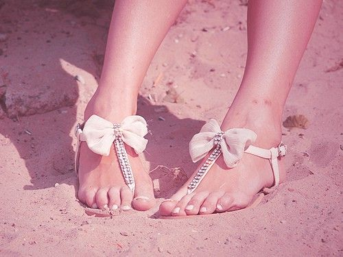 girly bow sandals for the summer <3