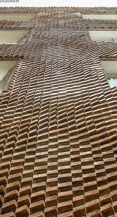 Negative Precision.On-site Fabrication of a Parametric brick Facade//A DIY for Architects/16