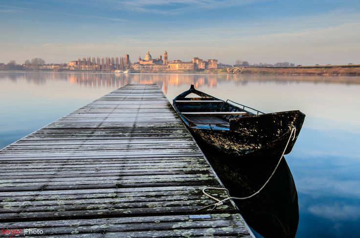 take me to Mantova, Italy on a slow boat so I can savor the beauty around me