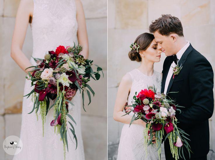 Stunning couple with marsala bouquet #wedding #outdoorsession #marsala #bohobouquet #weddingbouquet #red #bride #groom