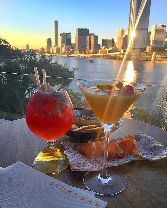 Here's cheers to another glorious weekend in #thisisqueensland!🍹☀️ We💜this sunset vantage point at @stokehouseq in @visitsouthbank🙌📷by @kattte_ #brisbaneanyday