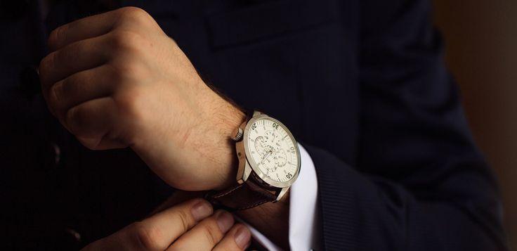 Descubra Como Economizar Até 1000 Reais!... Os relógios são um dos itens preferidos de quem trabalha com revenda de produtos importados, isso por ser possível obter lucro considerável nesse tipo de negócio, já que modelos que custam 100 dólares em lojas nos EUA são vendidos tranquilamente aqui por R$ 1.500,00 reais ou até mais! Neste artigo, nós damos algumas dicas de como importar relógios pagando barato!