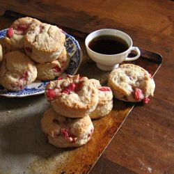 Strawberries and cream biscuits - perfect use for all the strawberries ...