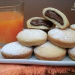 Abbandonatevi anche voi al piacere di questi biscotti con crema di nocciole. perfetti a colazione e a merenda o per accompagnare una tazza di te o di caffè. Ho utilizzato la pasta frolla che utilizzo sempre per preparare i miei biscottini preferiti, ed un ripieno di una deliziosa crema di nocciole!