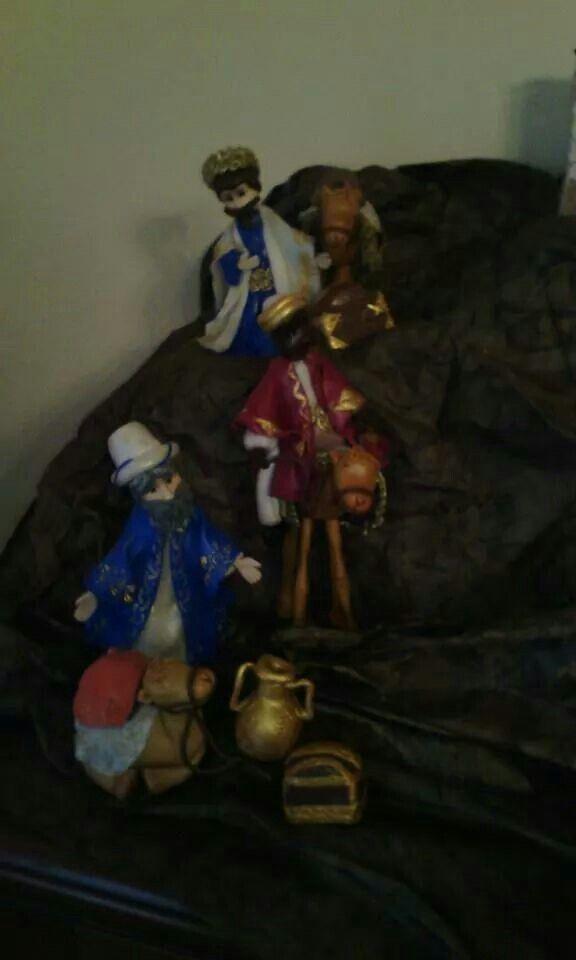 Re Magi,cammelli e doni per Gesu' bambino. Alti 18 cm tutti realizzati a mano in porcellana fredda