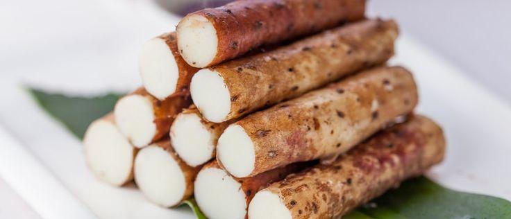 Die Yamswurzel ist das oft vergessene Wundermittel gegen Wechseljahrsbeschwerden, einer Östrogendominanz und Menstruationsbeschwerden. Die Yamswurzel besitzt Hormon beeinflussende Inhaltstoffe und findet als ein natürliches Verhütungsmittel Verwendung. Mit Hilfe der beeindruckenden Knolle kann der Blutdruck reguliert sowie vor Schäden der Gefäßwände vorgebeugt werden. http://superfood-gesund.de/yamswurzel/