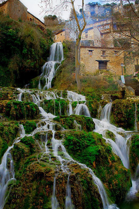 Cascadas en Orbaneja del Castillo, Burgos