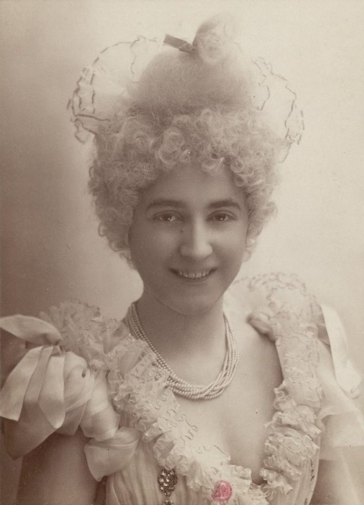 """Mlle Beauprez. (Variétés). """"La Rieuse"""" : [photographie, tirage de démonstration]   Atelier Nadar. Photographe   1894 - 1895   National Library of France   Public Domain Marked"""