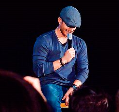 Jensen laughing. *sigh*   [GIF]