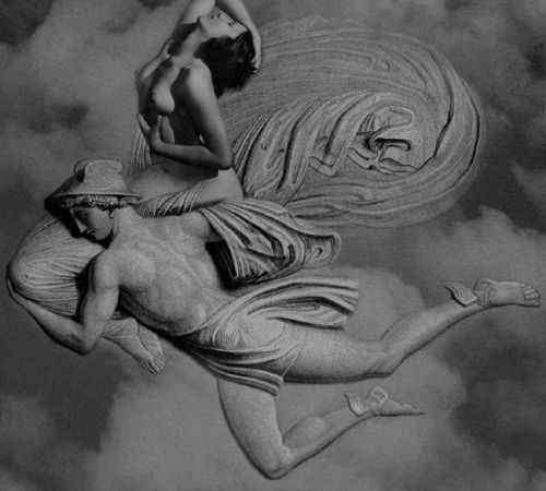 Luigi Cannillo, Galleria del vento, La vita felice *Chi scuote questa galleria del vento dove oscillano fiori e fondamenta e palpitanti ci animiamo? Come pianure disperse nella nebbia misuriamo la potenza del vuoto respirando l'aria dell'attrito I cristalli del corpo si accendono nell'alito imprevisto che sfiora Sono lampi e scatti del corridoio buio, e sulla pelle vetro si alterna a velluto, nel vortice che scorre sul tappeto o si impenna un capitano naviga il destino
