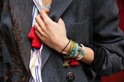 15 υπέροχοι συνδυασμοί με κοσμήματα που θα σας εμπνεύσουν | μοδα , συμβουλές μόδας | ELLE