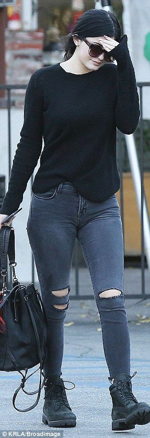 Kendall Jenner has a goodbye lunch with sister Kylie before jetting off to Dubai | Daily Mail Online