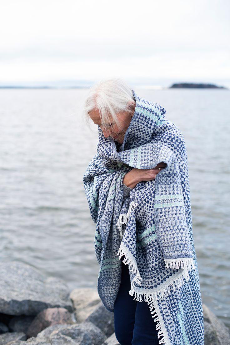 AINO 100% wool blanket. Woven by Lapuan Kankurit in Finland. Design by Aoi Yoshizawa.