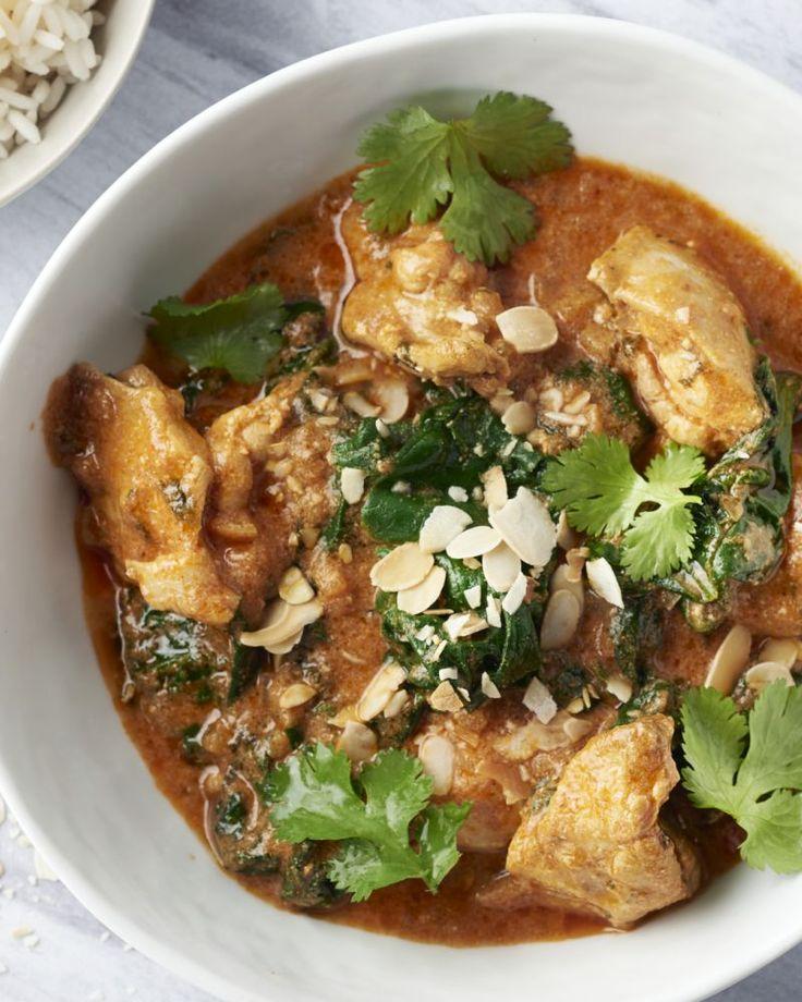 Boterkip is zoals de naam doet vermoeden een gerecht uit de Indiase met boterzachte kip in een kruidige tomatensaus. Heerlijk met rijst en spinazie erbij.