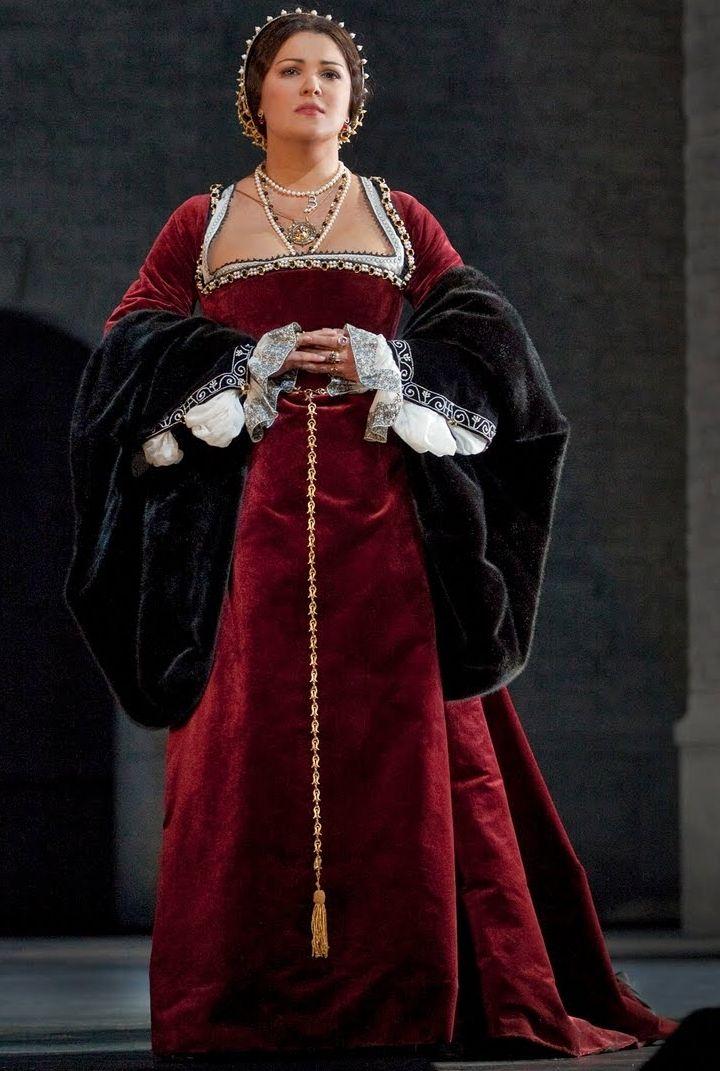 Anne Boleyn's Red Gown (Donizetti's Anna Bolena at Metropolitan Opera, 2011