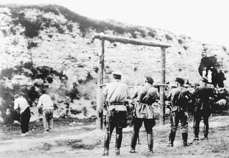 White Russian soldiers execute Bolshevik captives, January 1920
