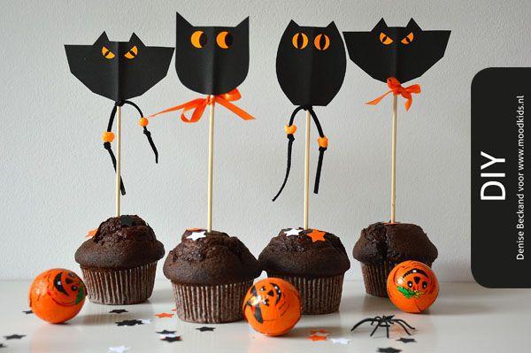 Het is weer bijna Halloween, dan breekt hier de tijd aan van pompoenen uithollen. Na deze klus versier ik het huis met de pompoenlantaarns om de dolende geesten op 31 oktober af te schrikken! De zelfgebakken chocolade cupcakes versier ik met Scary faces toppers om het schrikeffect compleet te...