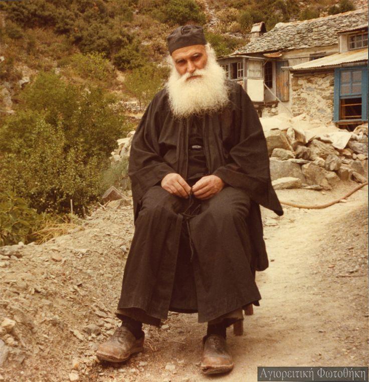 Γέροντας Εφραίμ Κατουνακιώτης – Απαλλαγή κανένας Άγιος δεν εζήτησε από τον Θεό. Υπομονή να χαρίσει.