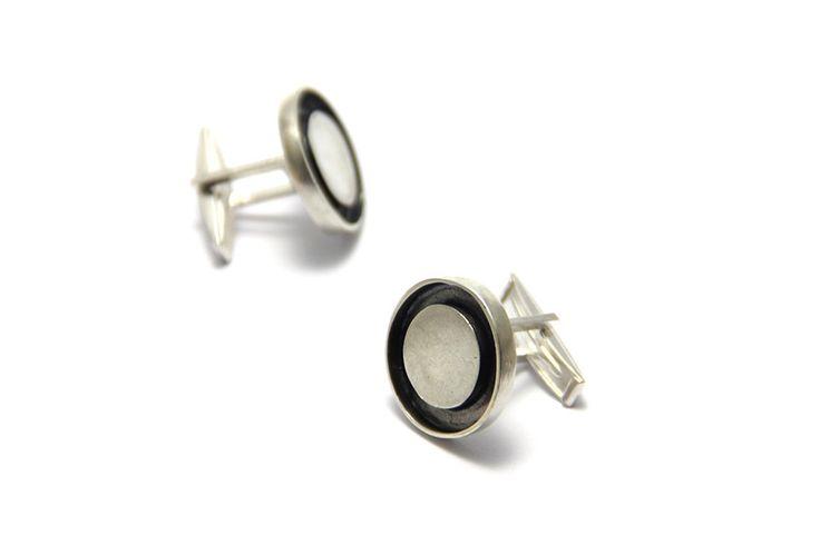 Un favorito personal de mi tienda Etsy https://www.etsy.com/es/listing/493840182/hermosos-gemelos-colleras-de-plata