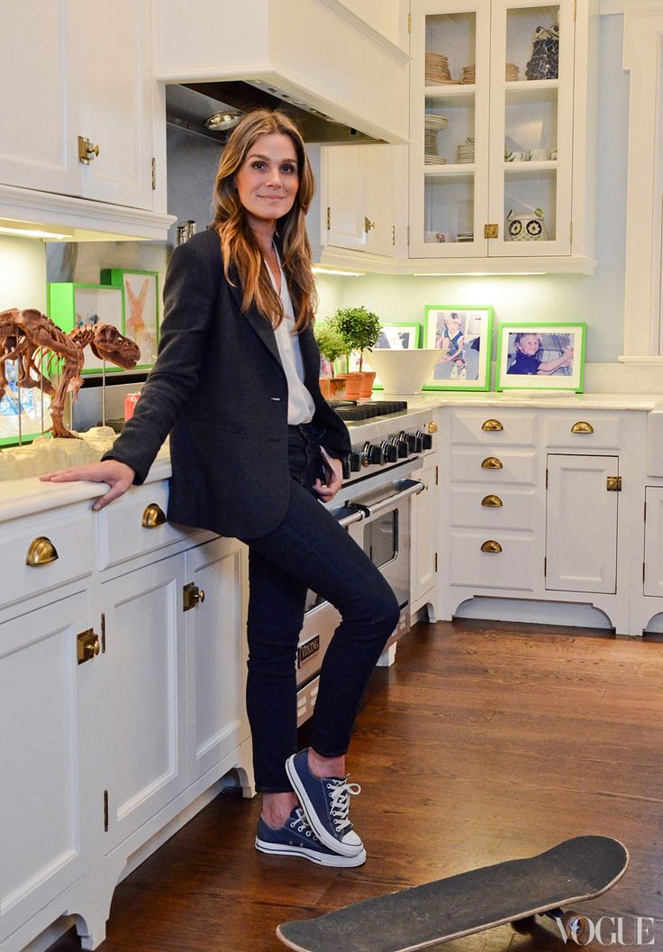 Aerin Lauder's Hamptons Kitchen via Vogue.  cabinet fixtures (but would like more brass than gold)