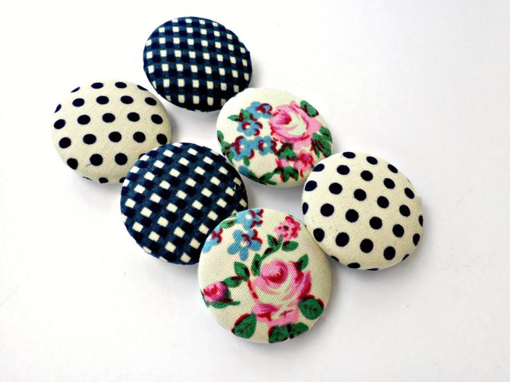 Fabric sewing buttons - Covered buttons - Size 45 28mm - Covered buttons- Blue fabric buttons - Polka dots- Floral vintage buttons by dadahandmade on Etsy