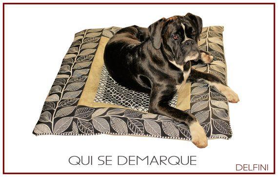 Ehi, ho trovato questa fantastica inserzione di Etsy su https://www.etsy.com/it/listing/269112931/tappeto-per-cane-cuscinone-per-cane