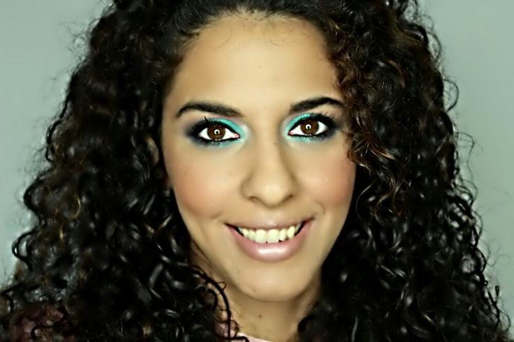 Aprende paso a paso hacerte un maquillaje en tonos azules elegante y alegre. Ideal si vas de invitada a una boda o tienes tu graduación.