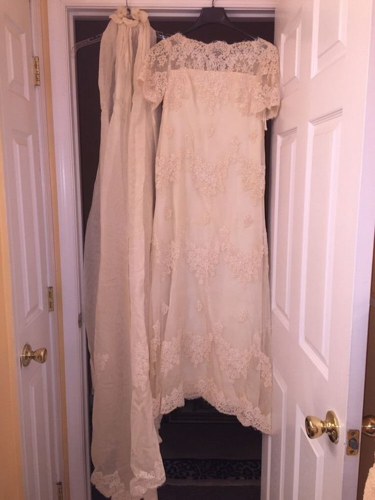 Vintage wedding dress cream lace short sleeve train for Vintage lace wedding dress pinterest