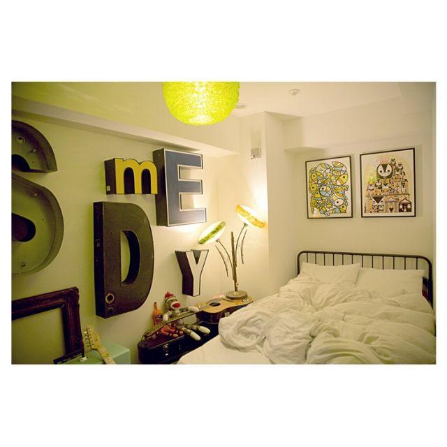 novefotoさんの、ビンテージ,journal standard Furniture,フレーム,イラスト,ミッドセンチュリー,海外インテリア,テーブルランプ,ジャーナルスタンダードファニチャー,スタンドライト,一人暮らし,アート,ポスター,ヴィンテージ,賃貸,照明,アルファベットオブジェ,レターサイン,アルファベット,ペンダントライト,ベッド周り,のお部屋写真