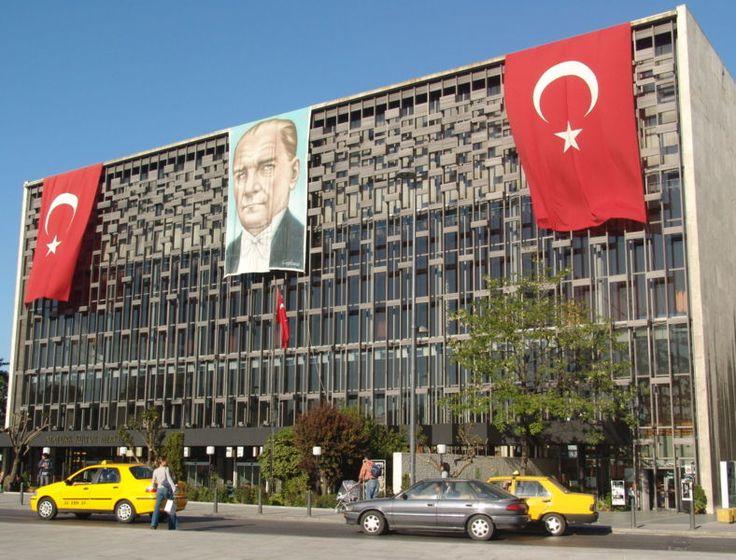 Atatürk Kültür Merkezi (AKM), İstanbul'da Taksim Meydanı'nda kurulu, opera, bale, tiyatro, konser ve kongre amacı ile kullanılan içinde bir sergi salonu ve sinema da bulunan yapıdır.  İlk defa 1969 yılında dünyanın dördüncü büyük sanat merkezi olarak hizmete giren bina, Türkiye'de Cumhuriyet döneminin simge yapılarından biridir. Kültür Merkezi, 2008'den beri tadilat nedeniyle kapalıdır.