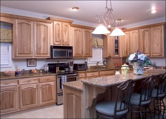 kitchens with hickory cabinets 1000 images about hickory cabinets on 22283