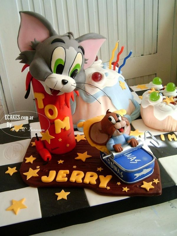 Tom and Jerry. View more at Suburban Fandom's Fan Cakes board http://pinterest.com/SuburbanFandom/fan-cakes/
