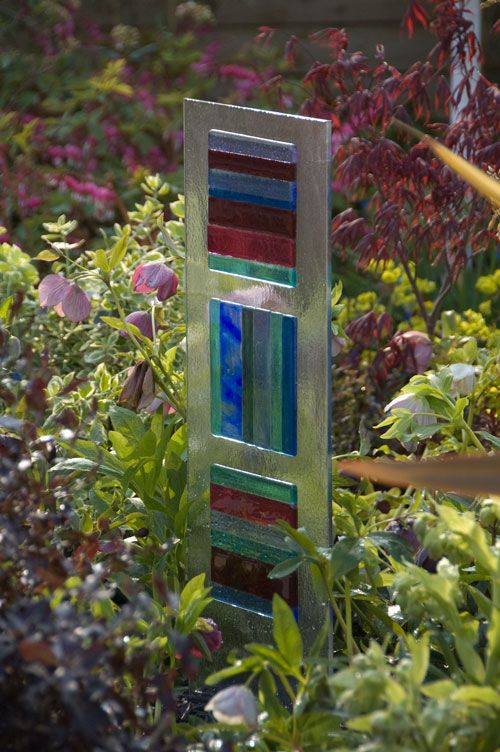 Add a touch of glass to your garden | MARVIN GARDENS. I have to make this