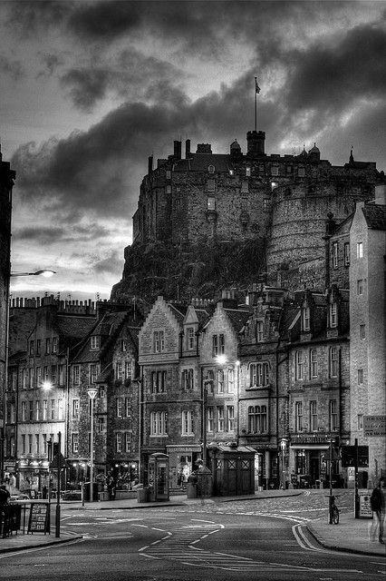 Dusk, Edinburgh, Scotland  Barevná verze:  http://sphotos-a.ak.fbcdn.net/hphotos-ak-snc7/578954_381568858592145_665381520_n.jpg