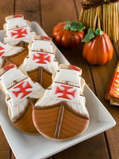 A step-by-step tutorial on how to make Mayflower cookies for Thanksgiving using royal icing.
