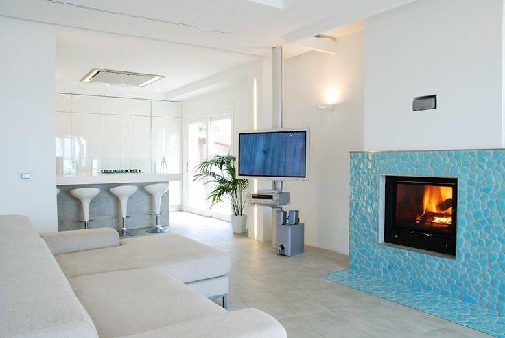 Villa TiMe - Soggiorno e snack: Soggiorno in stile in stile Mediterraneo di DEFPOINT STUDIO   architettura  &  interni