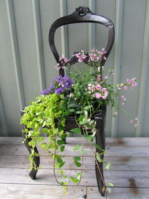 : Vintage Chairs, Gardens Ideas, Chairs Planters, Minis Gardens, Flower Pots, Antiques Chairs, Gardens Chairs, Old Chairs, Front Porches