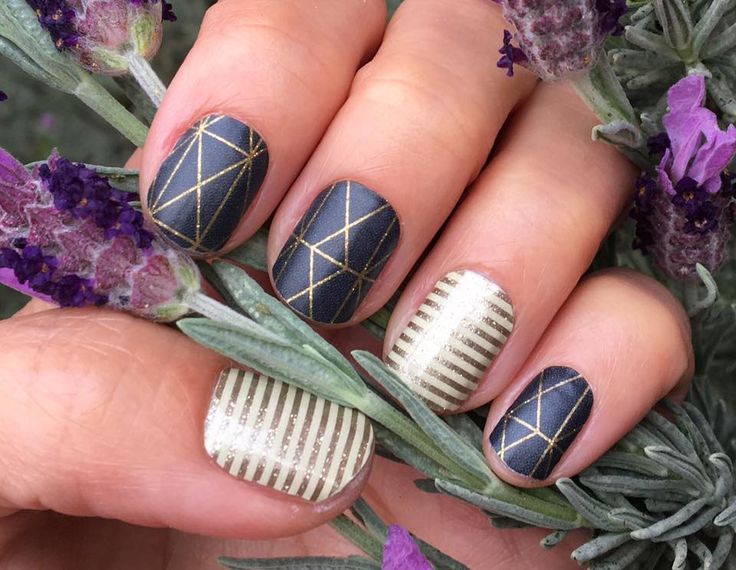Brooklyn Bridge Jamberry Nail Wrap paired with Metallic Gold Stripe.