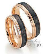 Bijzondere rood gouden trouwringen met zwart carbon en diamanten