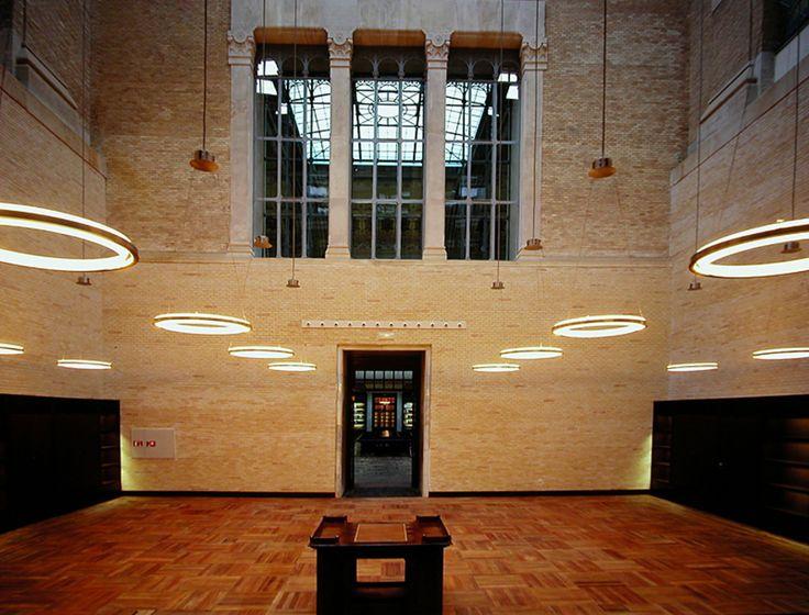 Nimba - svítidlo se spirituálním nádechem. Ideální do prostor s vysokým stropem. Design: Antoni Arola