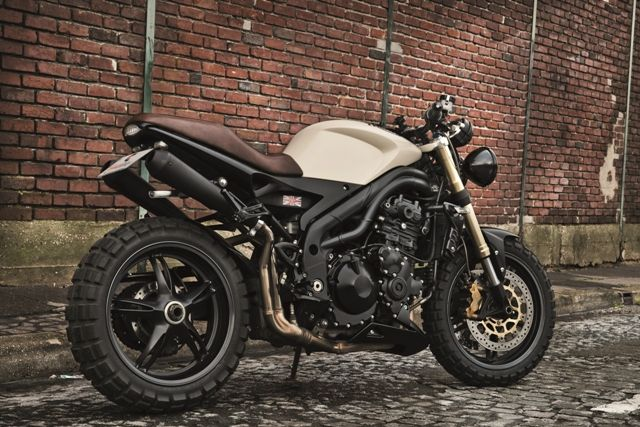 Mad Max street fighter naked bike with knobby tires. Triumph speed triple creativ garage 4h10.com